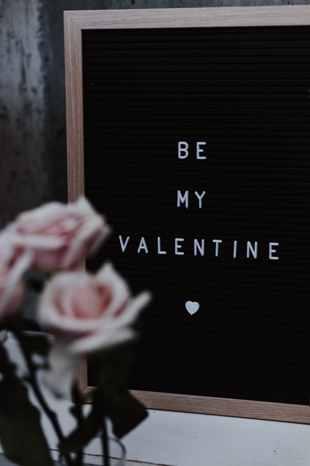 Pink-Roses-Vase-Letter-Board-Be-My-Valentine-Heart